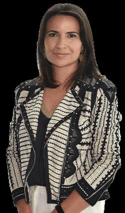 Especialistas Claudia Torres